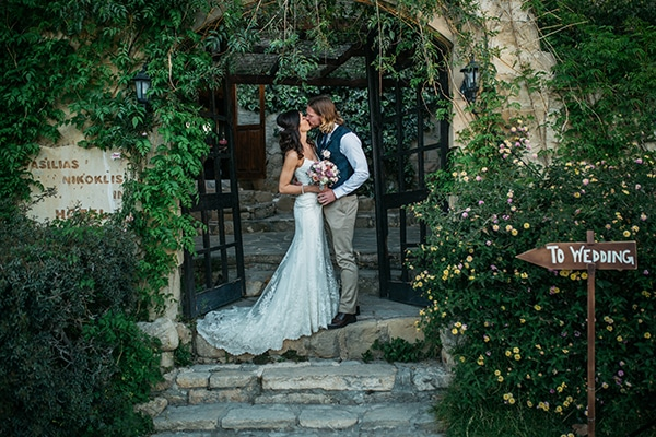 Ρομαντικος ρουστικ γαμος στην Κυπρο