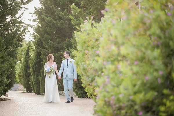 Όμορφος πολιτικός γάμος στην Κεφαλονιά με ροδακινί και μπλε αποχρώσεις