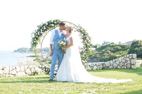 Ρομαντικος καλοκαιρινος γαμος στη Κεφαλονια με θεα τη θαλασσα