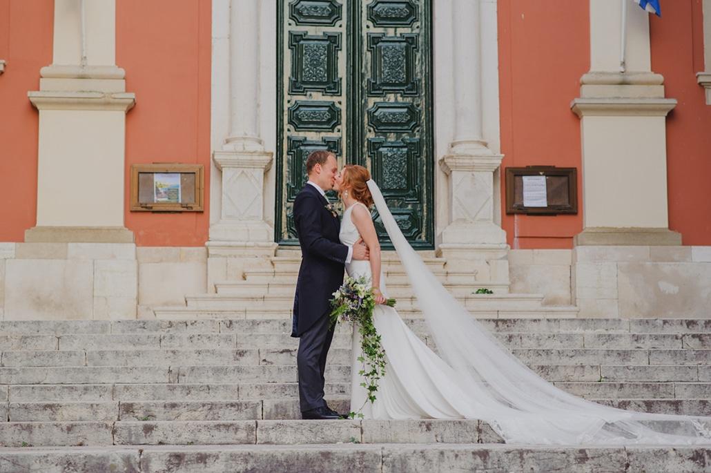 Ρουστίκ καλοκαιρινός γάμος στην Κέρκυρα με εντυπωσιακό ανθοστολισμό | Charlotte & Αλέξανδρος
