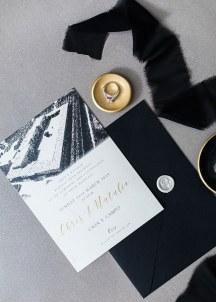 Προσκλητηριο γαμου με μαυρες λεπτομερειες