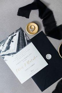 Προσκλητήριο γάμου με μαύρες λεπτομέρειες
