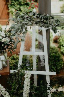 Ρουστικ πινακας καλωσορισματος καλεσμενων με φυλλα ευκαλυπτου