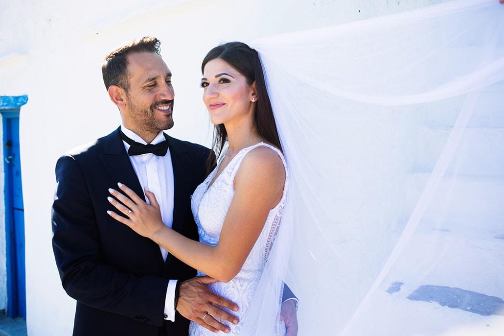 Όμορφος καλοκαιρινός γάμος με λευκά άνθη στη Σίφνο | Άντζυ & Γιώργος