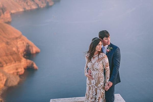 Πανεμορφος boho γαμος στη Σαντορινη με ροζ και φουξια λουλουδια