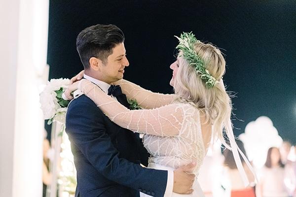 Ρομαντικός καλοκαιρινός γάμος στην Κόρινθο σε παστέλ αποχρώσεις με λουλούδια και fairylights | Μαίρυλιν & Παναγιώτης