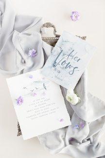 Μοναδικά προσκλητήρια γάμου σε dusty blue αποχρώσεις