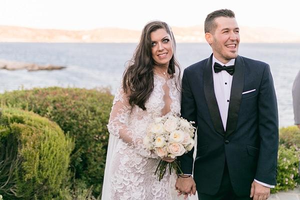 Κομψός πανέμορφος γάμος στην Αθήνα με λευκά λουλούδια | Μικέλα & Γιώργος