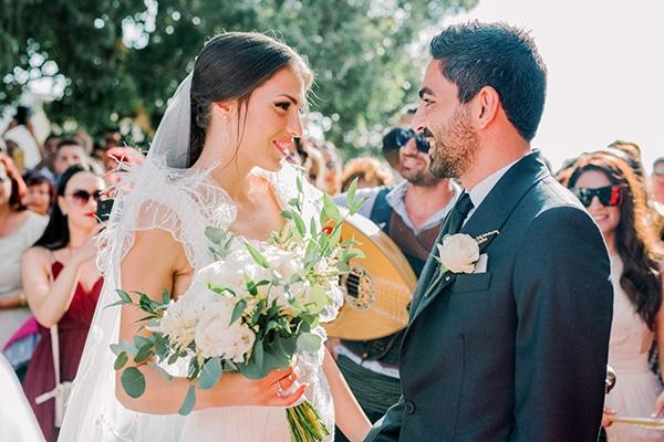 Elegant καλοκαιρινος γαμος στην Παφο σε λευκες και χρυσες αποχρωσεις | Λενα & Xαραλαμπος