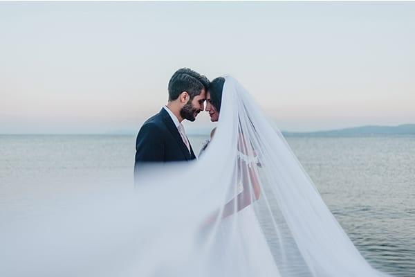 Ρομαντικός καλοκαιρινός γάμος στην Αθήνα με υπέροχο ανθοστολισμό | Χριστίνα & Στέφανος