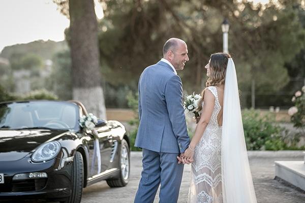 Ρομαντικός καλοκαιρινός γάμος στην Κεφαλονιά με λευκά λουλούδια │Μαρίνα & Πέτρος