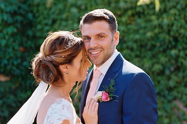 Καλοκαιρινός γάμος στην Κερατέα με ροζ και κόκκινες αποχρώσεις