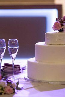 Ολόλευκη τούρτα γάμου