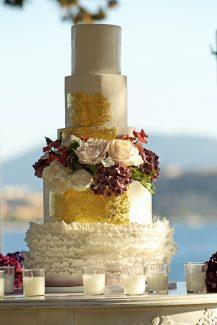 Τούρτα γάμου με λουλούδια