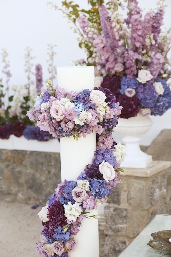 Στολισμος εκκλησιας με λαμπαδες και λουλουδια σε αποχρωσεις του μωβ και του ροζ