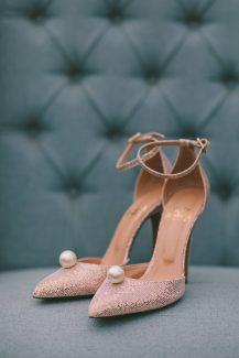 Chic νυφικά παπούτσια σε ροζ χρώμα