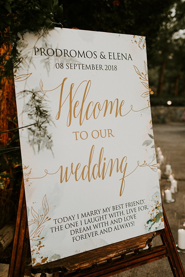 Elegant welcome table
