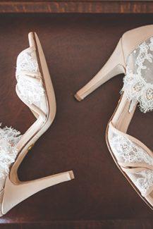 Πανεμορφα νυφικα παπουτσια με δαντελα