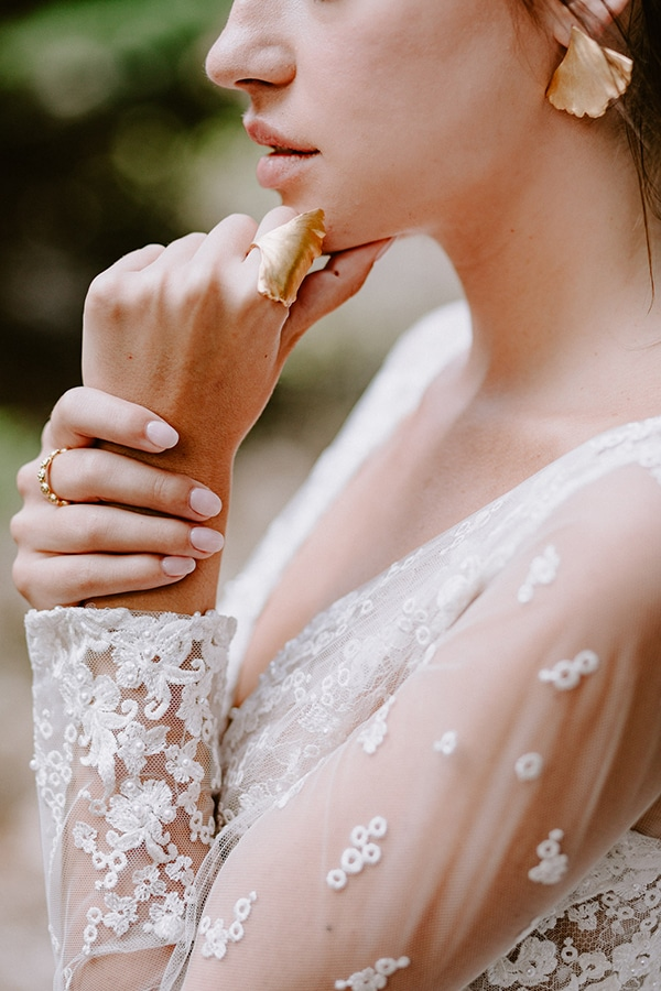 dreamy-fall-styled-shoot-woods-warm-color-tones_11