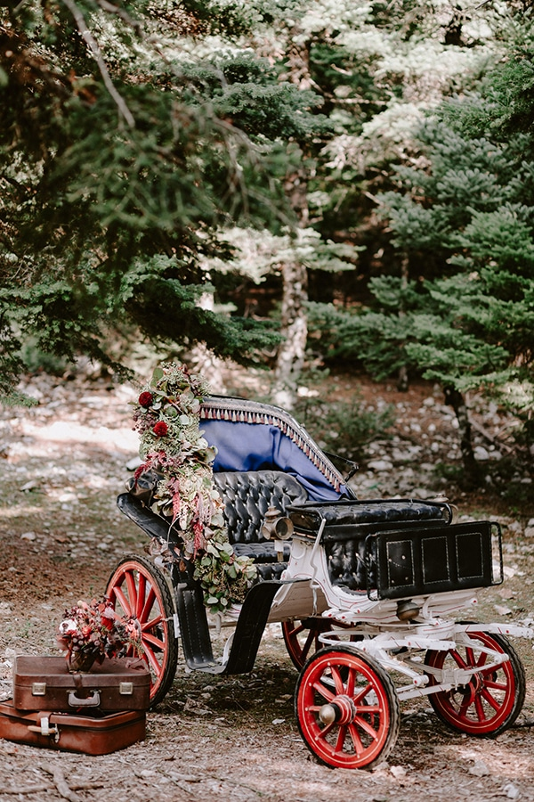 dreamy-fall-styled-shoot-woods-warm-color-tones_12