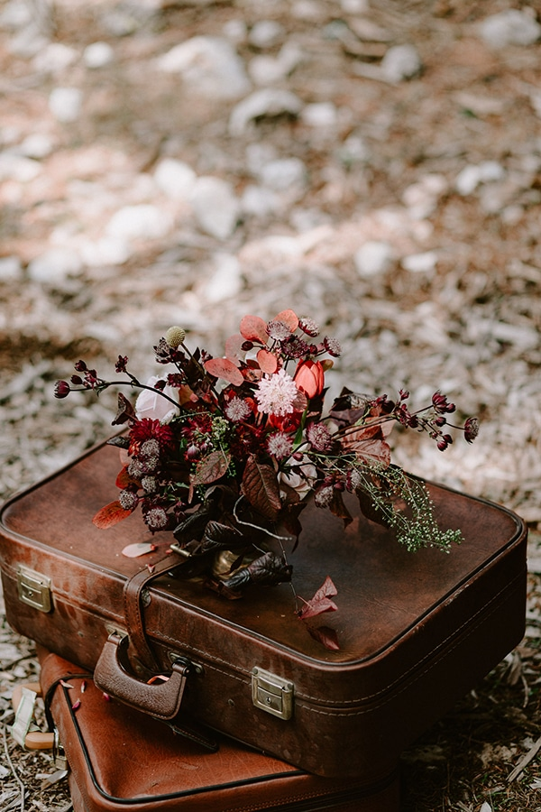 dreamy-fall-styled-shoot-woods-warm-color-tones_13