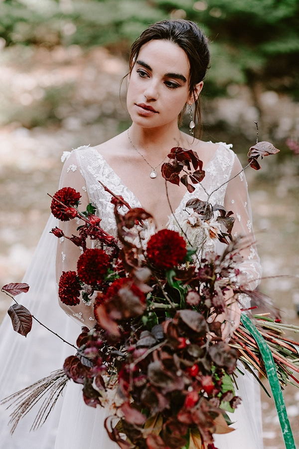 dreamy-fall-styled-shoot-woods-warm-color-tones_16