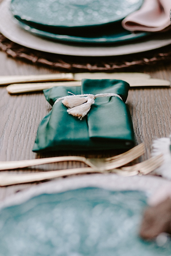 dreamy-fall-styled-shoot-woods-warm-color-tones_22