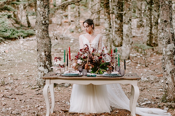 dreamy-fall-styled-shoot-woods-warm-color-tones_26