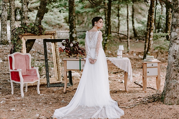 dreamy-fall-styled-shoot-woods-warm-color-tones_34