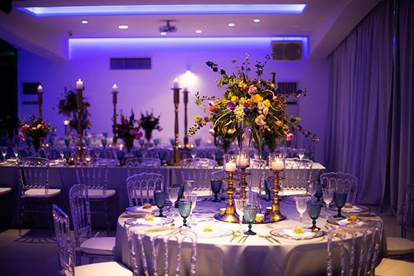 Ονειρικη διακοσμηση γαμου με ομορφες ανθοσυνθεσεις στο Saint George Hall