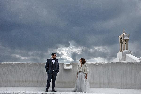 elegant-winter-wedding-tinos-olive-gold-details_04