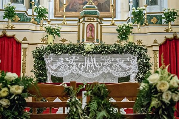 elegant-winter-wedding-tinos-olive-gold-details_15