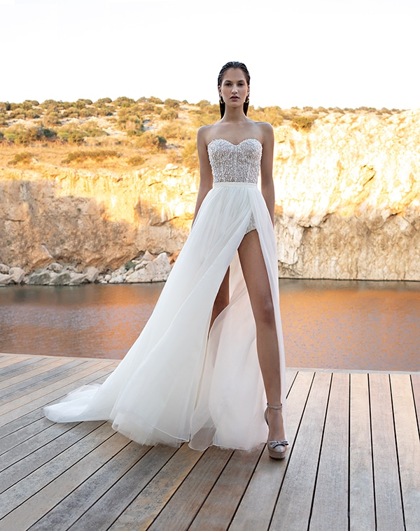 flowy-wedding-dresses-elegant-bridal-look-demetrios_08