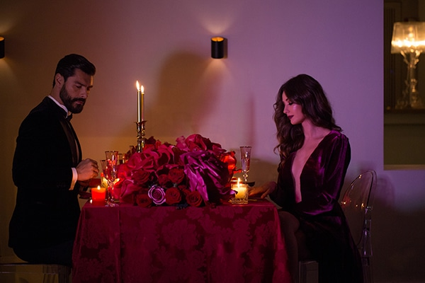 luxurious-elegant-christmas-styled-shoot-burgundy-hues_22