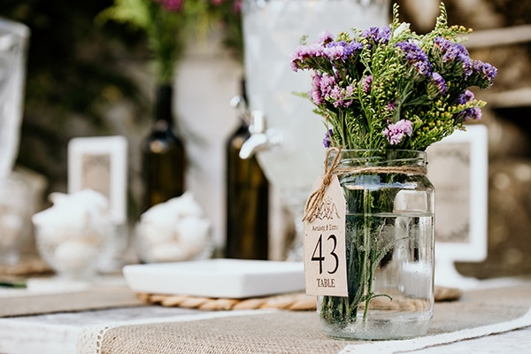 romantic-garden-wedding-ideas-decoration-many-candles-rustic-details_07x