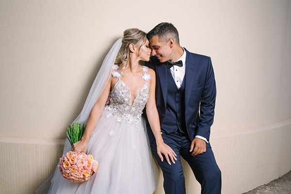 Ρομαντικος καλοκαιρινος γαμος στην Αθηνα με τριανταφυλλα σε κοραλλι αποχρωσεις | Μαργαριτα & Γιωργος