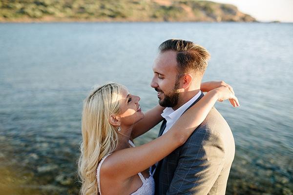 Ρομαντικός γάμος στην Αθήνα με ροδακινί και λευκές αποχρώσεις | Ιριδούλα & Κώστας