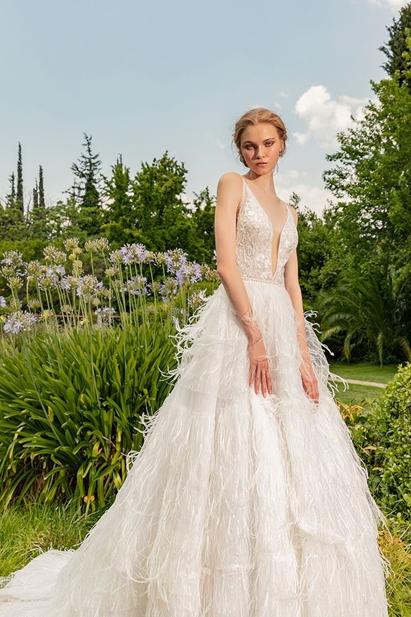 stunning-bridal-creations-stylish-romantic-bridal-look-costantino-romantica-collection-2020_03x