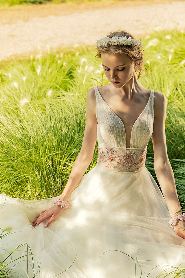 stunning-bridal-creations-stylish-romantic-bridal-look-costantino-romantica-collection-2020_04x