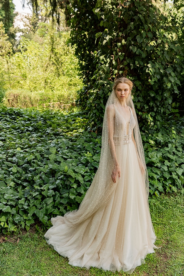 stunning-bridal-creations-stylish-romantic-bridal-look-costantino-romantica-collection-2020_12