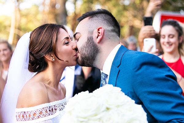 Εντυπωσιακος φθινοπωρινος γαμος στη Θεσσαλονικη με λευκα λουλουδια | Ειρηνη & Λαμπρος