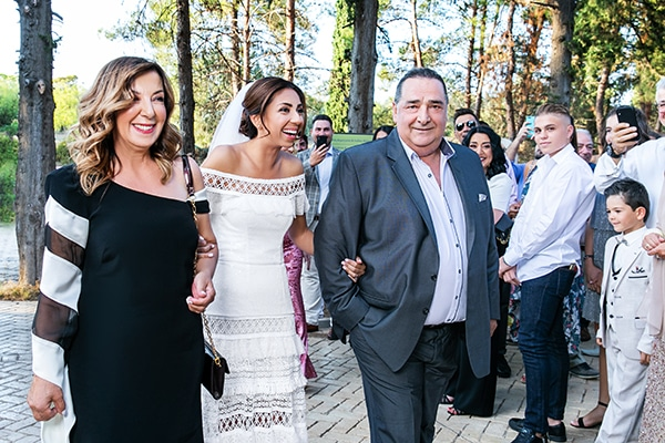 stunning-fall-wedding-thessaloniki-white-flowers_16