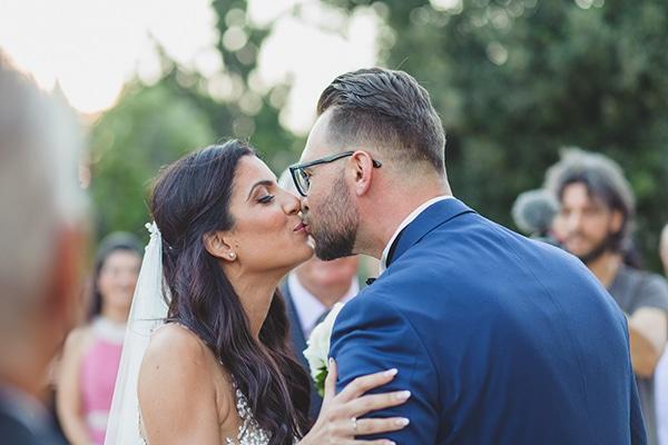 Καλοκαιρινός όμορφος γάμος στη Βουλιαγμένη με λευκά άνθη | Όλγα & Γιάννης