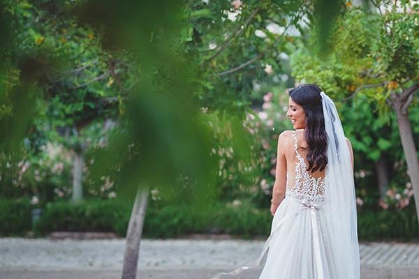 summer-beautiful-wedding-vouliagmeni-white-flowers_09
