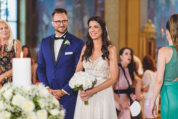 summer-beautiful-wedding-vouliagmeni-white-flowers_17