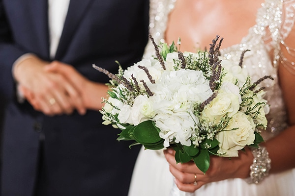 summer-wedding-laas-greenery-white-flowers_23