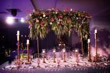 Στολισμος τραπεζιου δεξιωσης με κερια και λουλουδια