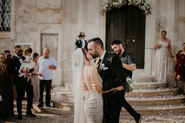 Πανέμορφος καλοκαιρινός γάμος στην Πάφο με πλούσιο ανθοστολισμό | Ολυμπία & Γιάννης