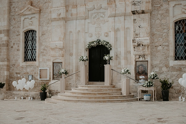 beautiful-summer-wedding-paphos-lush-flower-design-romantic-details_09