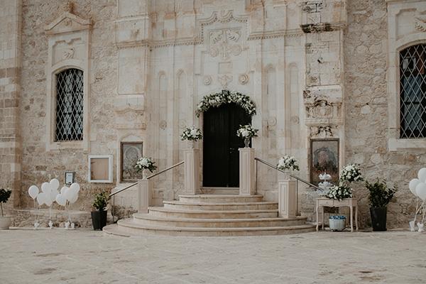 beautiful-summer-wedding-paphos-lush-flower-design-romantic-details_09
